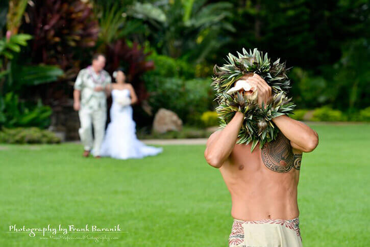 hula dancer at wedding in hawaii