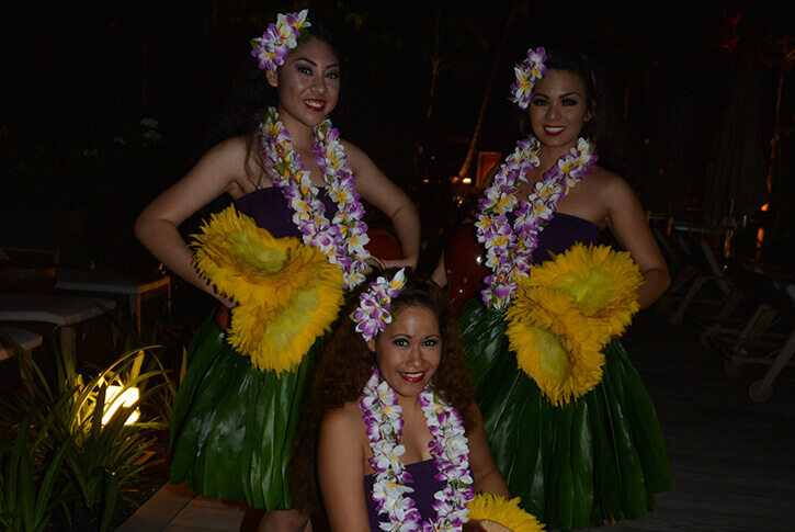 hula dancers in traditional costume
